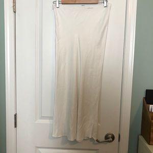 Women's ZARA white very soft long skirt size M